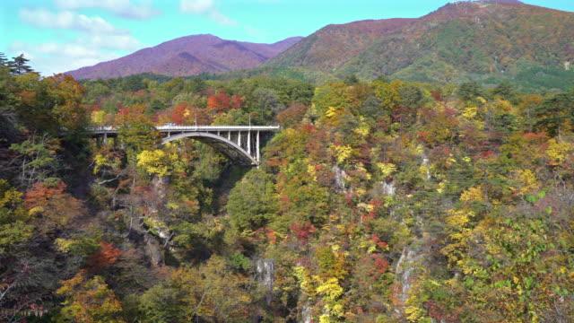 Panorering skott: bron vid naruko george Miyagi Osaki Japan