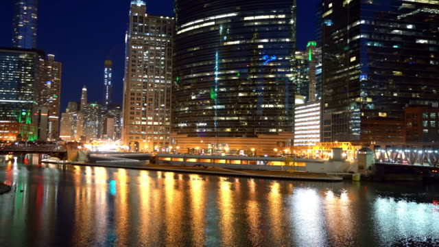 panning shot chicago skyline skyscraper building at twilight sunset night. business and modern architecture concept - chicago river stock videos & royalty-free footage