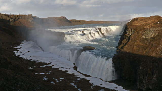 Panning Shot: Goldene Wasserfall Gulfoss Wasserfall Island im winter