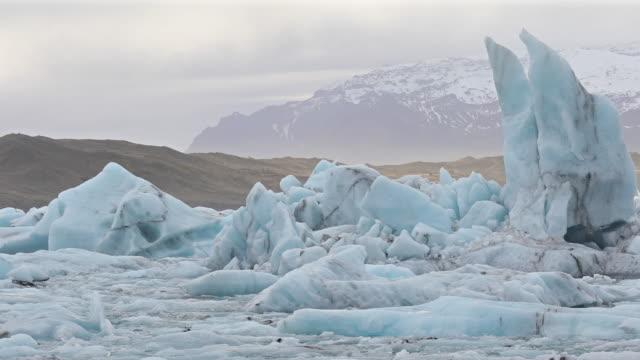 Panning shot: Jokulsarlon lagoon and Vatnajokull Glacier Iceland