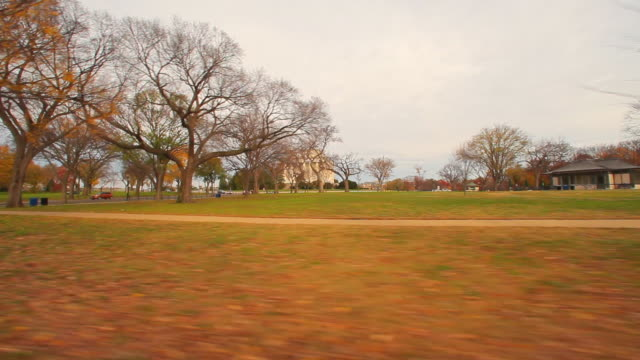 a panning shot of a park in front of the national treasury building. - us finanzministerium stock-videos und b-roll-filmmaterial