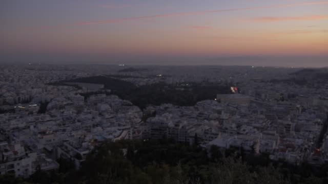 panning shot of athens and the acropolis from path on mount lycabettus at sunset, athens, greece, europe - lycabettus hill stock videos & royalty-free footage