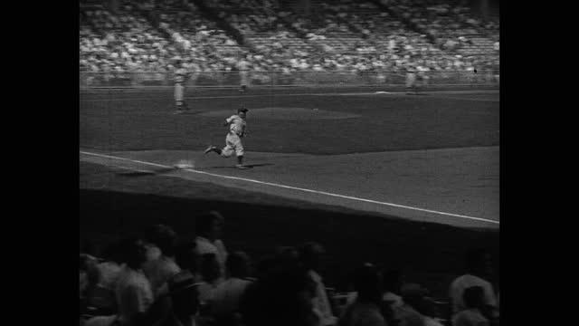 panning shot of audience watching baseball player hitting, running bases during game, yankee stadium, new york city, new york, usa - fielder stock videos & royalty-free footage