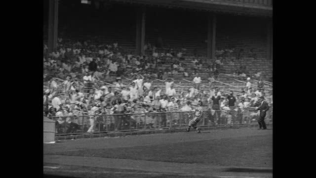 panning shot of baseball catcher trying to catch ball during game, yankee stadium, new york city, new york, usa - 野球用グローブ点の映像素材/bロール