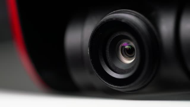 vídeos y material grabado en eventos de stock de disparo panorámico de la lente de la cámara del dron - cámara de televisión