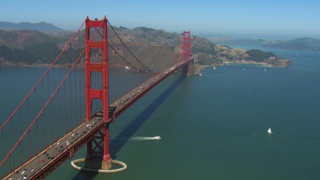 stockvideo's en b-roll-footage met panning shot of golden gate bridge - baai van san francisco