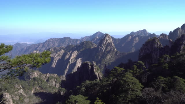 中国、安徽省黄山山のショットをパン - 最上部点の映像素材/bロール