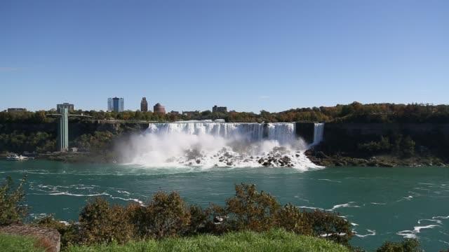 panning shot of niagra falls - fiume niagara video stock e b–roll