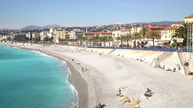 stockvideo's en b-roll-footage met panning shot van nice beach haven franse riviera frankrijk - frankrijk
