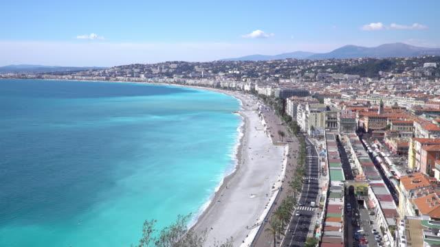 Panorering skott av Nice Beach hamn franska Rivieran Frankrike
