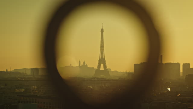 panning shot of paris skyline with the eiffel tower at sunrise - basilique du sacre coeur montmartre stock videos and b-roll footage