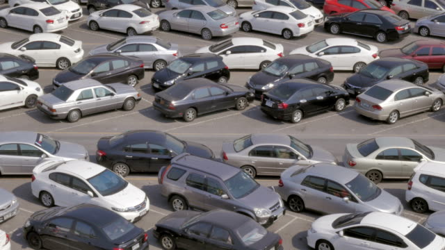 stockvideo's en b-roll-footage met panning shot of parking lot full of cars - toonzaal
