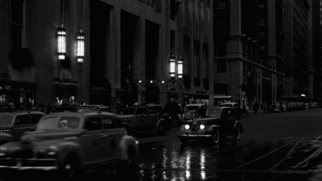 panning shot of pedestrians and traffic on busy street, park avenue, new york city at night, new york state, usa - 1941 stock videos & royalty-free footage
