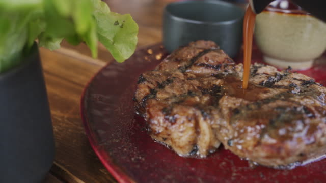 panning shot of pouring sauce on steak - ripe stock videos & royalty-free footage