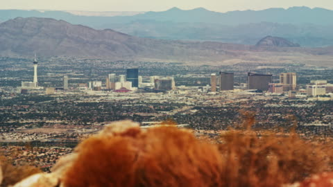 panning shot of the las vegas skyline with mountain ranges in the background (frenchman mountain, sunrise mountain, muddy mountains) - las vegas stock videos & royalty-free footage