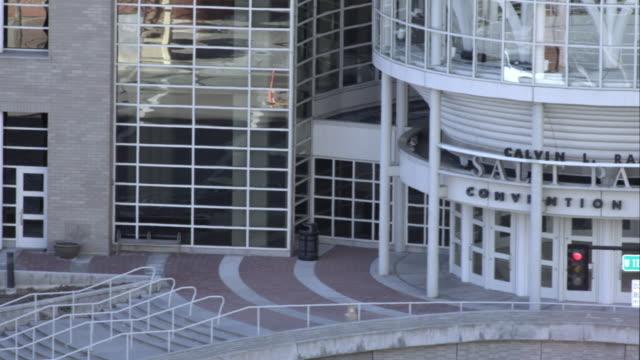 panning shot of the salt palace convention center in salt lake city, utah. - konferenzzentrum stock-videos und b-roll-filmmaterial