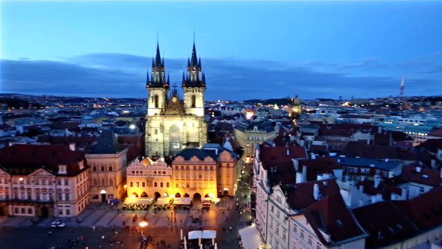 panning shot: pedestrian crowded at old town square prague czech republic sunset - eastern european culture stock videos & royalty-free footage