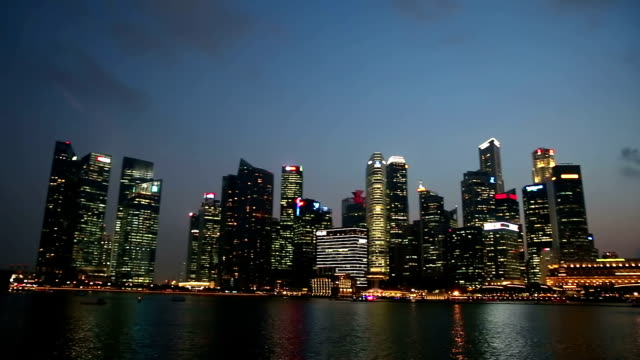stockvideo's en b-roll-footage met panning shot: singapore cityscape zonsondergang - hd format