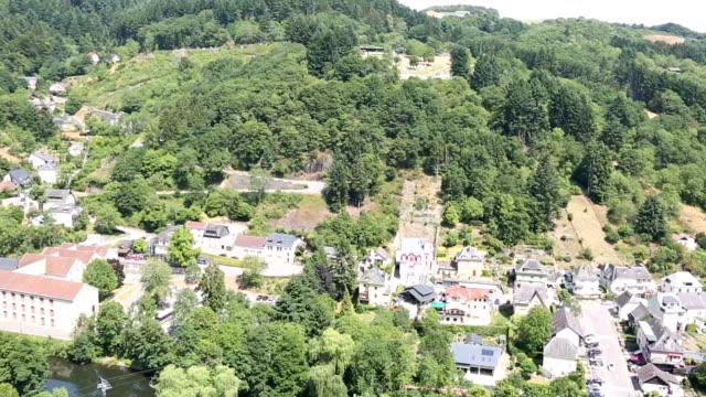 vidéos et rushes de panoramique photo: vianden vieille ville cityscape benelux luxembourg - hd format