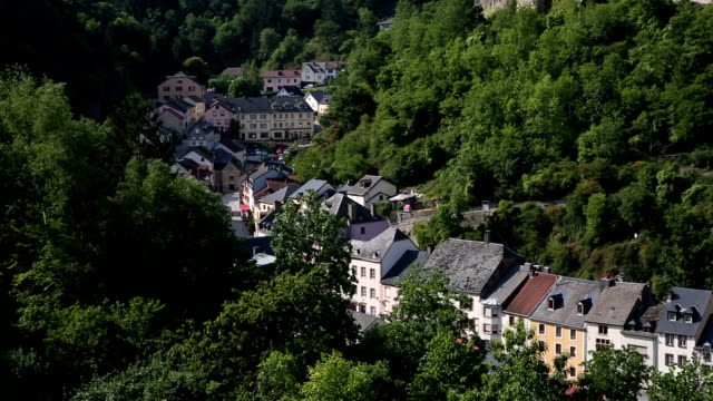 Panning Shot: Viandener Altstadt Stadtbild in Luxemburg BeNeLux