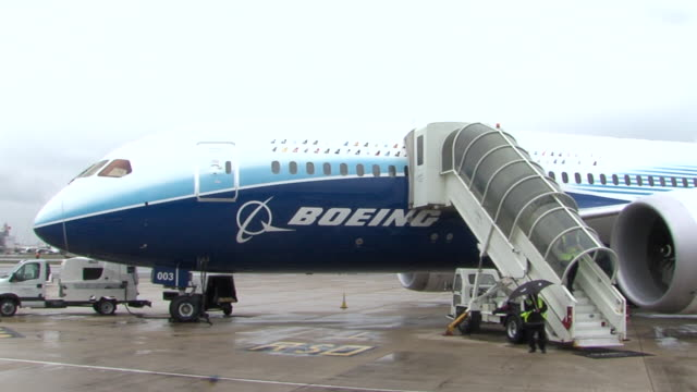 panning shots of boeing 787 'dreamliner' at heathrow as part of a promotional tour aircraft in boeing's commercial livery - boeing 787 stock videos and b-roll footage