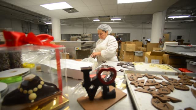 panning shots of jacque torres chocolate wrapping with jacques torres signage on it panning shots of finished chocolate sculptures for sale in... - wrapping stock videos and b-roll footage