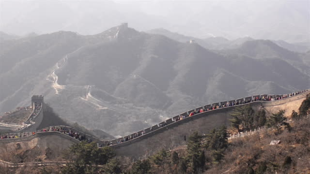 panning: side view of Badaling great wall of china covering pollution