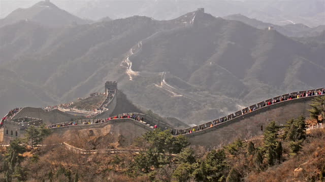 panning: side view of Badaling great wall of china with many traveler