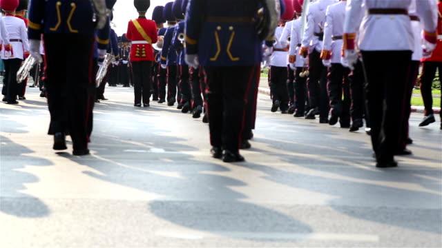 hd パンニング:兵士 marching の通りです。 - 式典点の映像素材/bロール