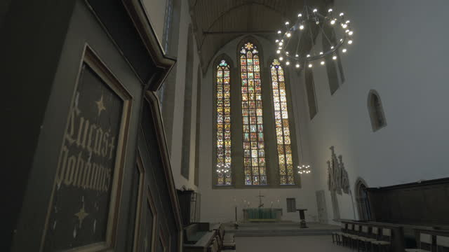 panning the apse and soaring stained glass windows in the interior of an old german church - erfurt, germany - apse stock videos & royalty-free footage