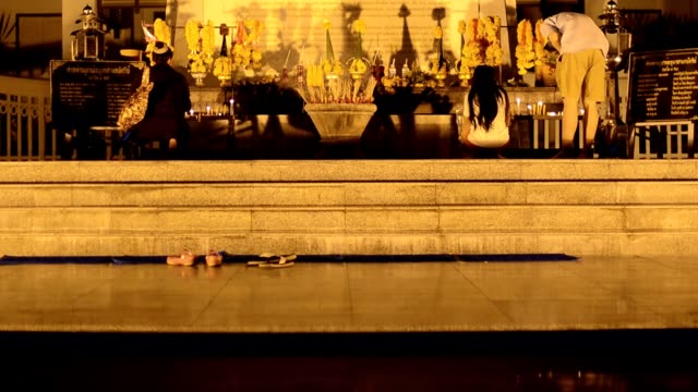 panning : three thai statue at night - royalty stock videos & royalty-free footage