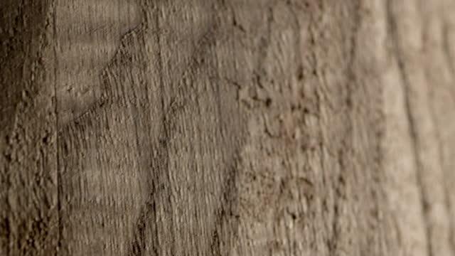 vídeos de stock, filmes e b-roll de panorâm es panning através de um barril de madeira - panning