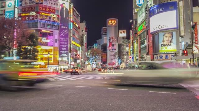 4k t/l ws panorering timelapse fotgängare korsar vid shibuya crossing i i tokyo, japan. - scrambling bildbanksvideor och videomaterial från bakom kulisserna