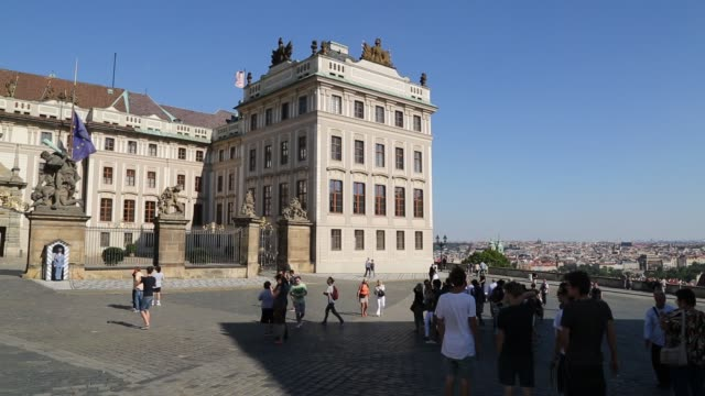 Panning to Prague Castle