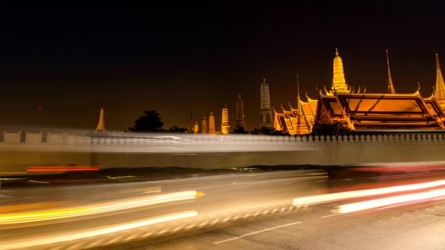 TL panning: Semaforo con parete di Wat Phra Kaeo