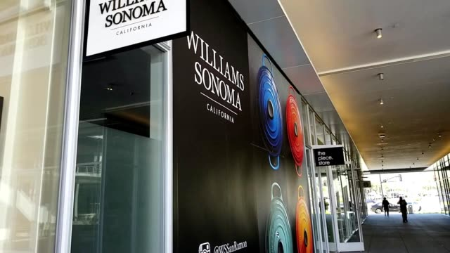 panning up to sign for luxury cookware retail store williams sonoma at the newlyopened city center in san ramon california march 12 2019 - williams sonoma stock videos & royalty-free footage