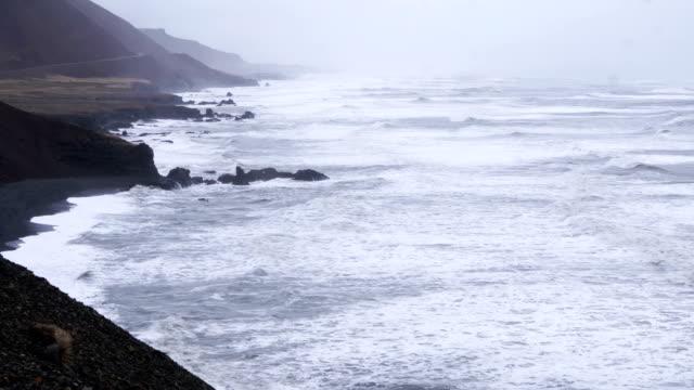 Video van golven wal raken pannen