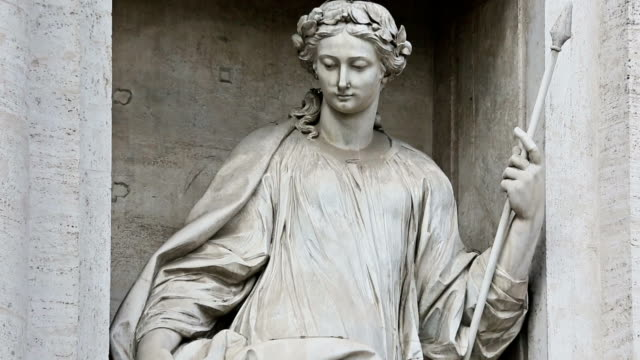 panning videoclip of woman statue at trevi fountain in rome - ancient stock videos & royalty-free footage