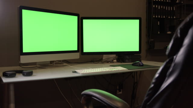 panning view of dual screen computer with green screen - two objects stock videos & royalty-free footage