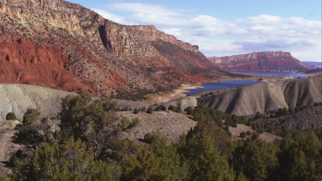 Panning view of the landscape looking toward Flaming Gorge in Utah.