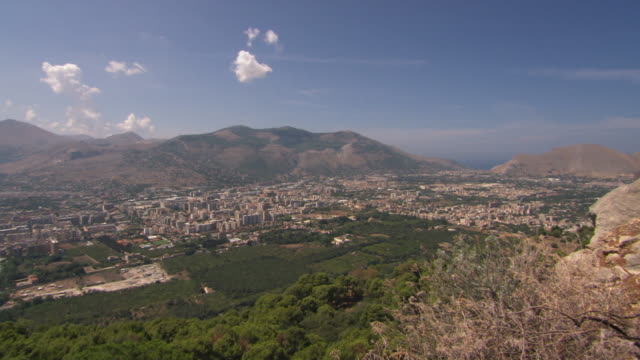 panning wide shot of palermo, sicily - panning video stock e b–roll