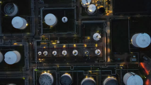 vidéos et rushes de panorama drone aerial of oil and gas central processing platform in twilight, offshore hard work occupation twenty four working hours. - manufacturing occupation