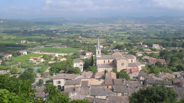 panorama of mountain village bonnieux - luberon stock-videos und b-roll-filmmaterial