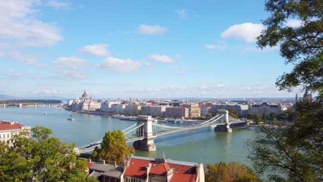 panoramic of danube river and chain bridge in morning in budapest in hungary - chain bridge suspension bridge stock videos & royalty-free footage