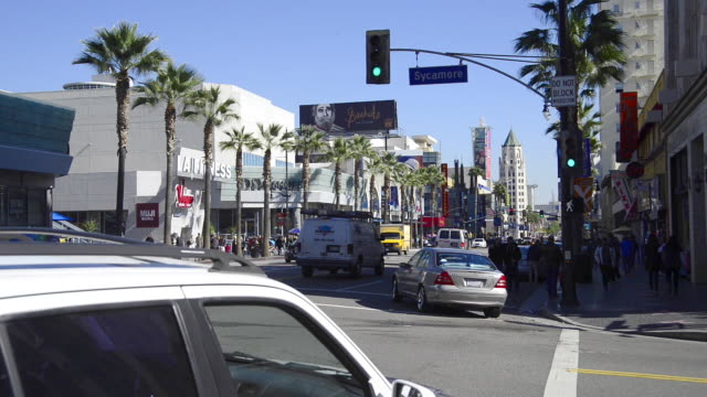 vídeos de stock e filmes b-roll de panoramic of hollywood boulevard - bulevar