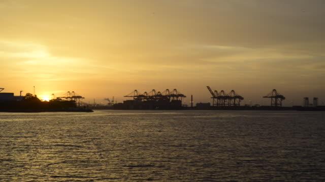 vídeos y material grabado en eventos de stock de panoramic of the port of long beach at dusk - puerto de los angeles