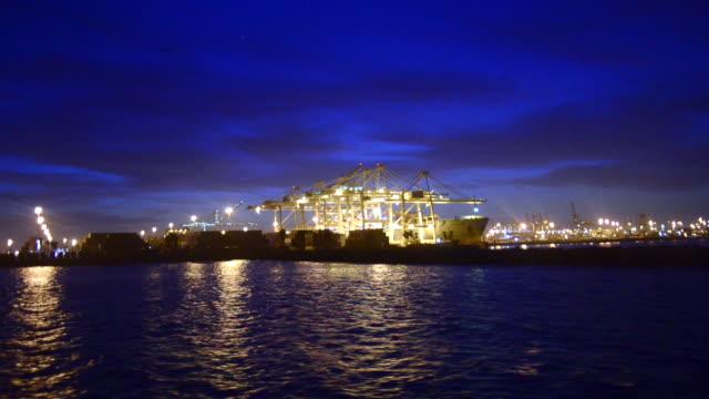 vídeos y material grabado en eventos de stock de panoramic of the port of long beach, california, at dusk. - puerto de los angeles