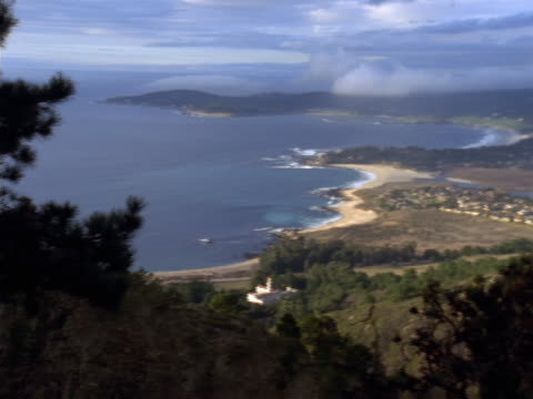 stockvideo's en b-roll-footage met panoramic scene of the pacific shoreline from a hilltop viewpoint. - missiehuis