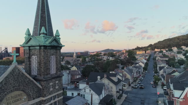 panoramic scenic view of bethlehem, pennsylvania, at sunset. st joseph's cr church. aerial drone video with the backward and descending camera motion. - bethlehem pennsylvania stock videos & royalty-free footage