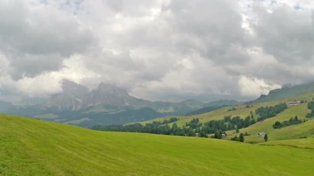 panoramic view at seiser alm - dolomites - italy - langkofel stock videos & royalty-free footage